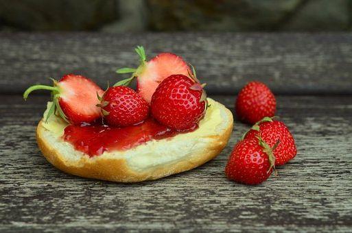 Le tableau de chiffres  nutritionnelle  de Petite pimprenelle Sanguisorba minor  Rosacées  Calories, glucides et vertues  pour la santé