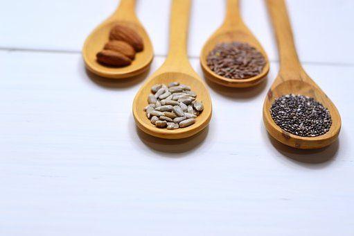 Le tableau de chiffres  nutritionnelle  de Noisetier Corylus avellana  Bétulacées  Calories, glucides et vertus  pour la santé