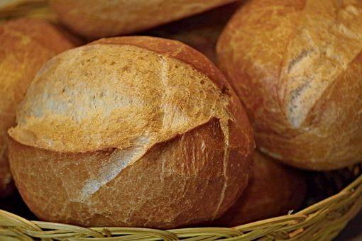 Calories du pain farine de pois chiche, la valeur nutritionnelle et bénéfices pour la santé