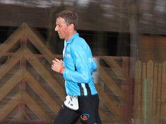Le jumeau de Jake Robertson au début d'un marathon à Gold Coast  – Trail
